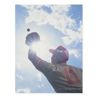 Carte Postale Boule contagieuse de joueur de baseball avec le