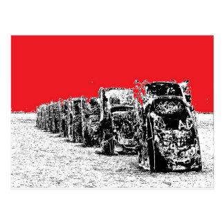 Carte Postale Cadillacs enterré avec le ciel rouge