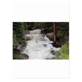 Carte Postale Cascade en parc national de montagne rocheuse