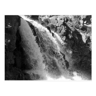 Carte Postale Cascade majestueuse - automnes de groseille à