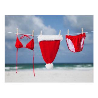 Carte Postale Casquette et bikini de Père Noël sur une corde à