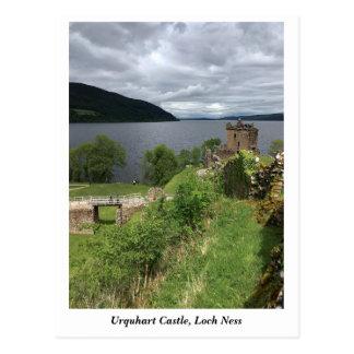 Carte Postale Château d'Urquhart sur Loch Ness, montagnes Ecosse
