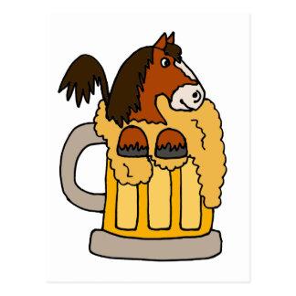 Carte Postale Cheval drôle de Clydesdale dans la tasse de bière