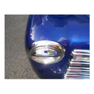 Carte postale classique bleue de voiture