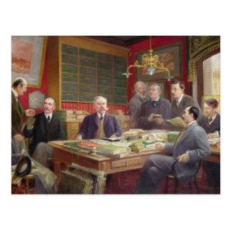 Carte Postale Claude Auge dans son bureau avec ses collègues