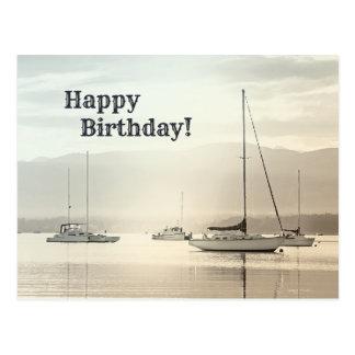 Carte postale côtière d'anniversaire de voilier