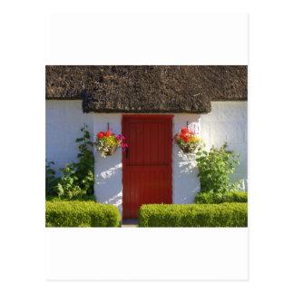 Carte Postale Cottage couvert de chaume