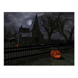 Carte Postale Cottage de sorcière avec la lanterne de citrouille