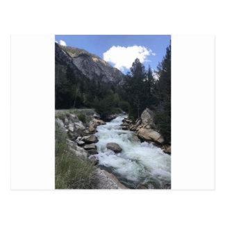 Carte Postale Courant de montagne rocheuse