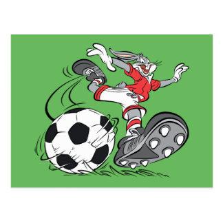Carte Postale ™ de BUGS BUNNY jouant au football