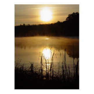 Carte postale de réflexion de lac sunrise