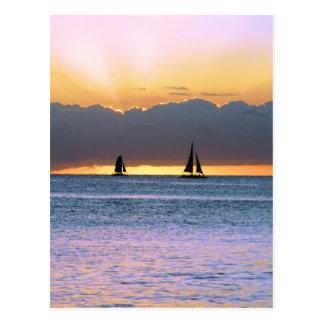 Carte Postale Deux voiliers dans un coucher du soleil de Waikiki