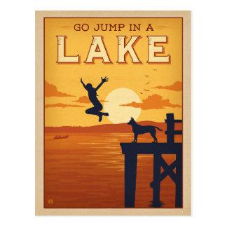 Carte Postale Disparaissent le saut dans un lac