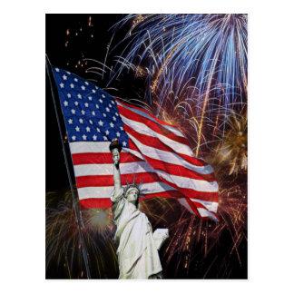 Carte Postale Drapeau américain, feux d'artifice et statue de la