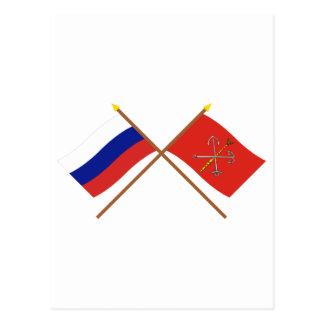 Carte Postale Drapeaux croisés de la Russie et de St Petersbourg