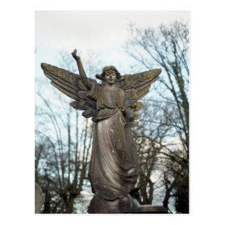 Carte postale effrayante de statue d'ange