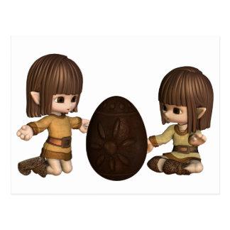 Carte Postale Elfes mignons de Toon Pâques avec l'oeuf de