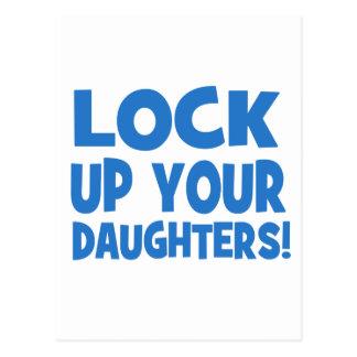 Carte Postale Enfermez vos filles !