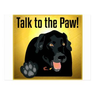 Carte Postale Entretien noir de Labrador à la patte !