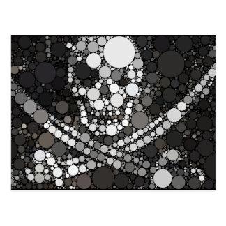 Carte Postale Épées abstraites de crâne et de croix de pirate