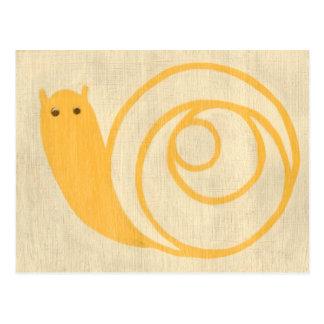 Carte Postale Escargot jaune sur l'arrière - plan crème