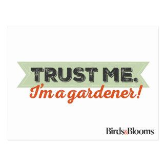 Carte Postale Faites- confiancemoi. Je suis un jardinier !