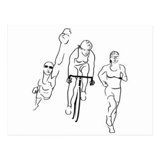 Carte Postale Femme de triathlon de course de vélo de bain