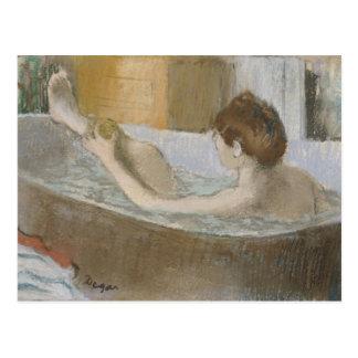 Carte Postale Femme d'Edgar Degas   à son Bath, épongeant sa