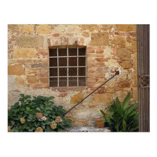 Carte Postale Fenêtre et mur en pierre antique, Pienza, Italie