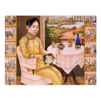 Carte Postale Fille asiatique de publicité de thé de kitsch