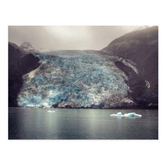 Carte postale foncée et dramatique du glacier   de