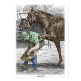 Carte Postale Forgeron de maréchal-ferrant chaussant le cheval