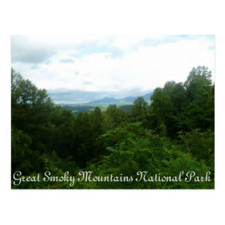 Carte postale fumeuse de montagnes