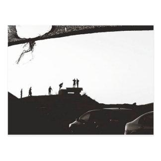 Carte Postale Garçons sur la colline