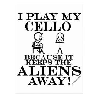 Carte Postale Garde le violoncelle parti d'aliens