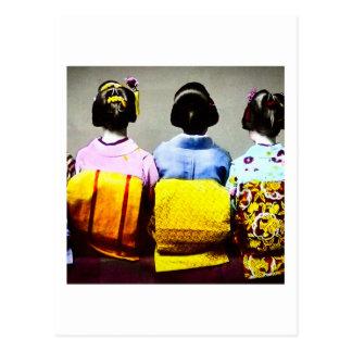 Carte Postale Geishas vintages dans les kimonos colorés et les