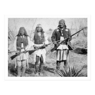 Carte Postale Geronimo et trois de ses guerriers d'Apache, 1886