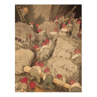 Carte Postale Gnomes extrayant dans une caverne