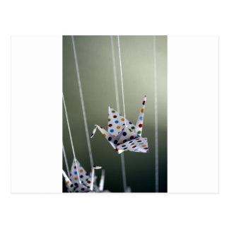 Carte Postale grue d'origami de point de polka