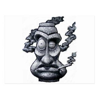 Carte Postale Homme en pierre de Tiki de fumeur