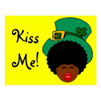 Carte Postale Humour du jour de St Patrick : Embrassez-moi. Je