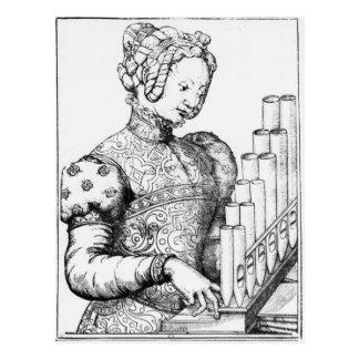 Carte Postale Jeune femme jouant un organe portatif