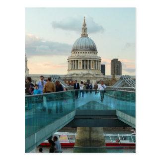 Carte Postale La cathédrale de St Paul et le pont de millénaire,