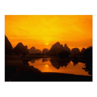 Carte Postale La Chine. La Chine colorée. Belle rivière de Li