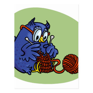 Carte Postale La petite chouette tricote une écharpe