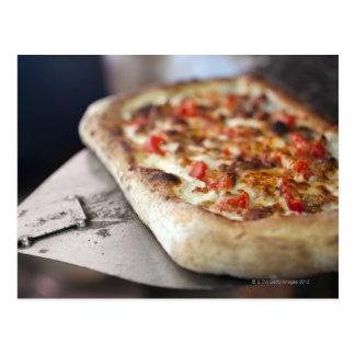 Carte Postale La pizza avec des tomates, l'ail et la viande
