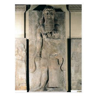 Carte Postale Le héros Gilgamesh tenant un lion