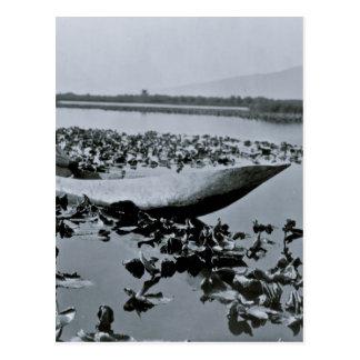 Carte Postale Le Natif américain de Klamath a creusé le canoë