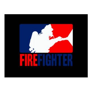 Carte Postale Le vedette de sapeur-pompier dans les Tri couleurs