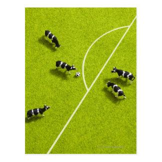Carte Postale Les vaches jouant au football